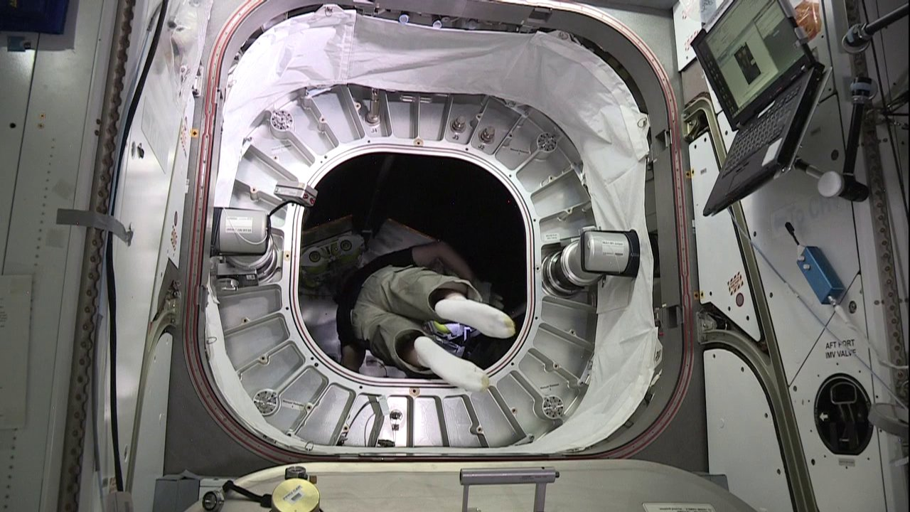 Astronaut Floats into Inflatable ISS Habitat for First Time