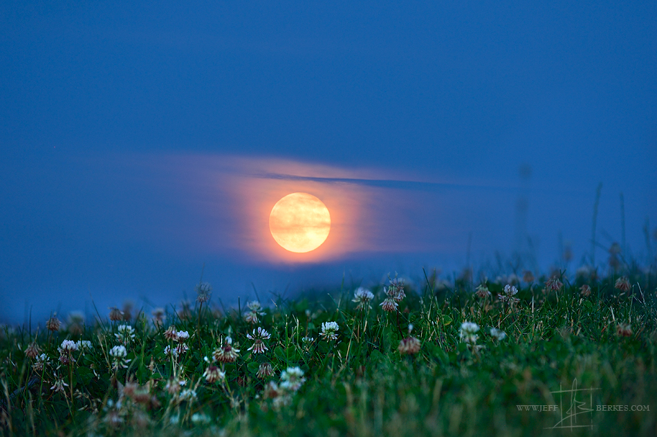 'Strawberry Moon': Amazing Photos of the Rare Summer Solstice Full Moon