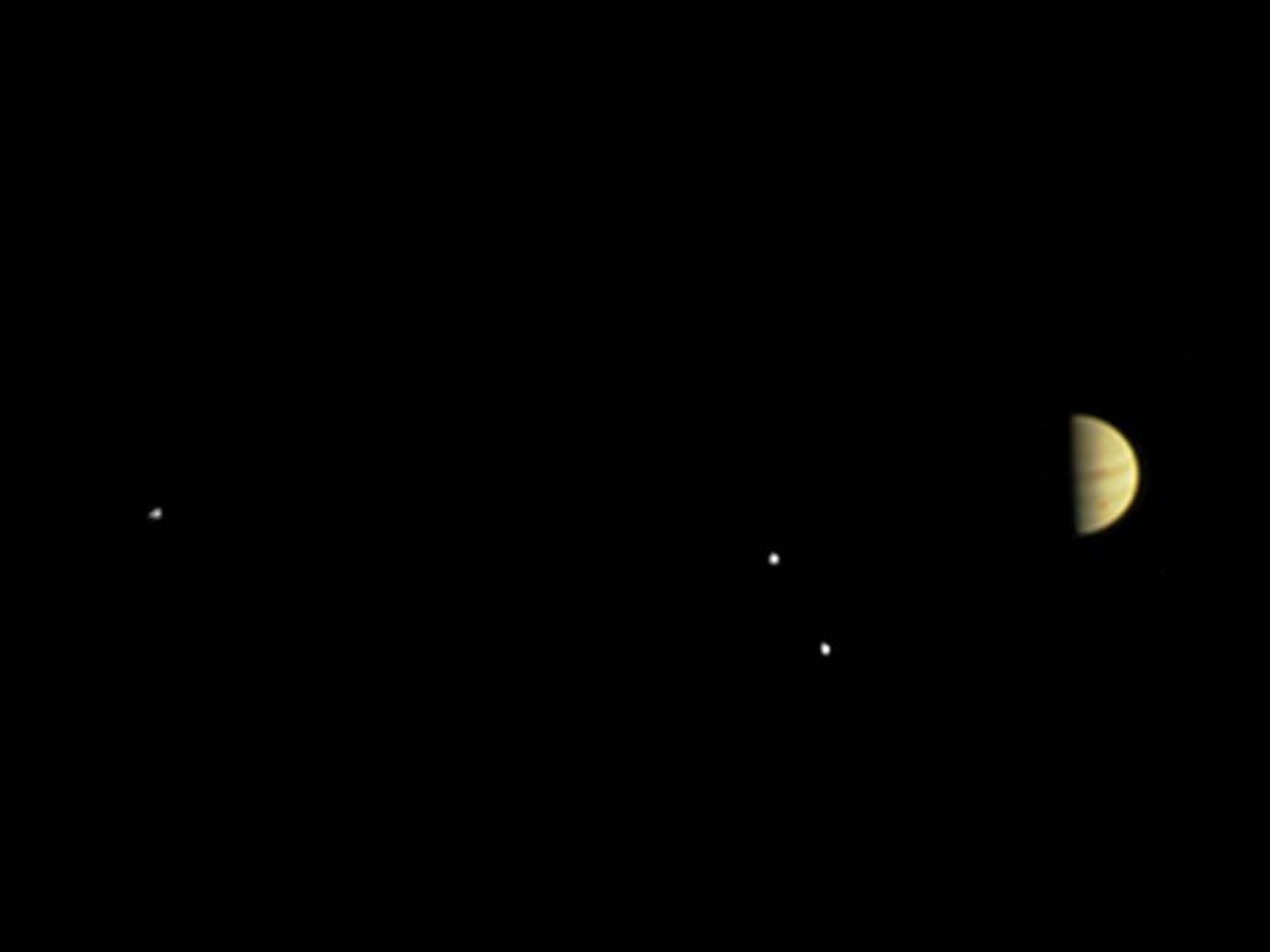 Juno Spies Jupiter, and More | Space Wallpaper