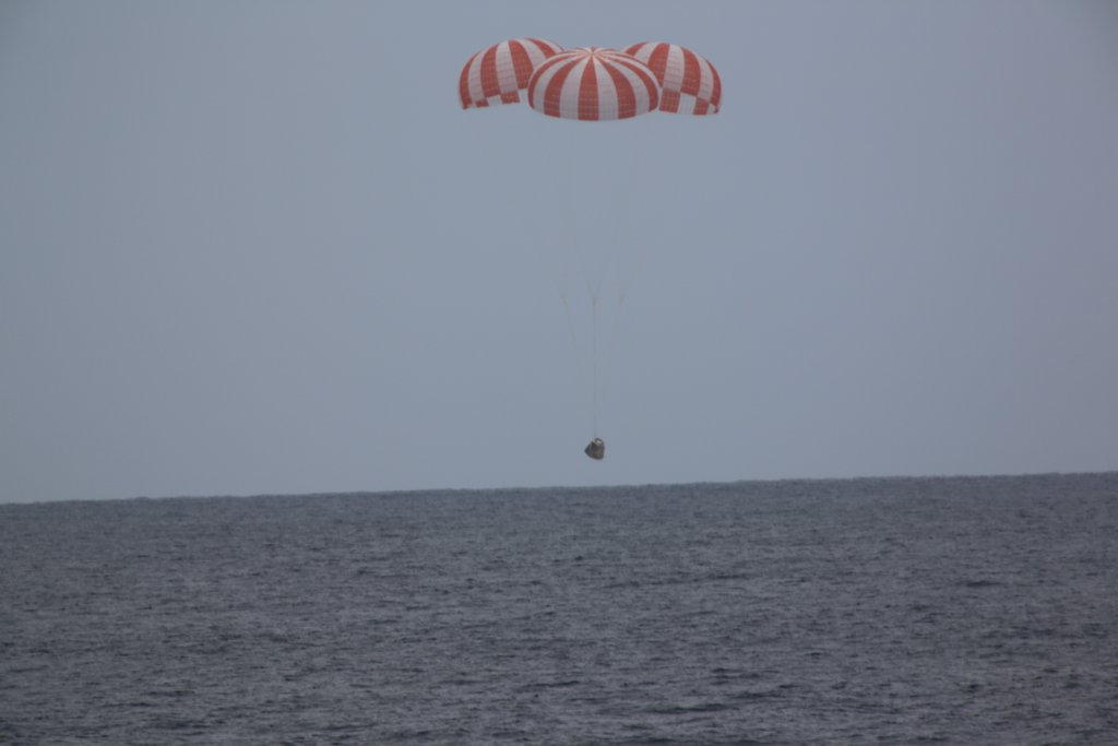 SpaceX Aims to Relaunch Landed Dragon Capsule in Early 2017