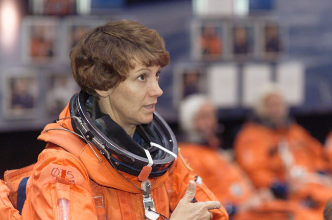 Eileen Collins, 1st Female Shuttle Commander, to Speak at GOP Convention Tonight