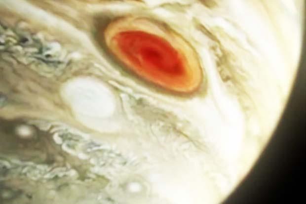 Jupiter's 'Great Red Spot' Blasting Heat Into Upper Atmosphere   Video