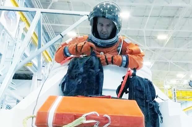 'Pumpkin Suit'-Wearing Astronauts Climb Through Orion Capsule Hatch In Test | Video
