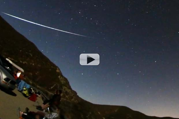 Perseid Meteors 'Rain' Over California | Time-Lapse Video