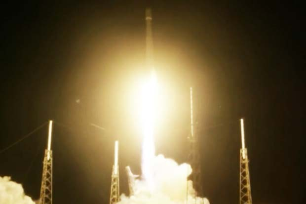Blastoff! SpaceX Launches JCSAT-16 Communications Satellite | Video