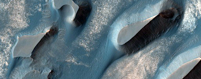 HiRISE Spies on Martian Surface