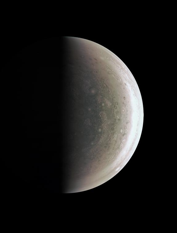 sonda Juno da NASA tomou esta imagem do pólo sul de Júpiter em 27 de agosto de 2016, a uma distância de 58.700 milhas (94.500 quilômetros).