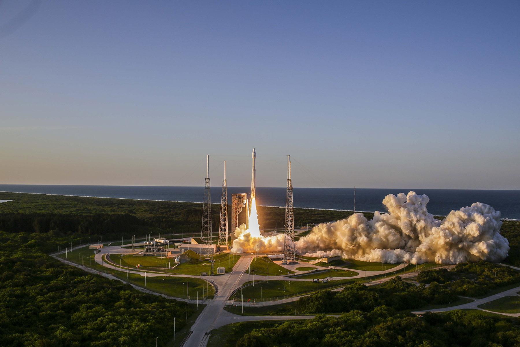 Launch Photos: NASA's OSIRIS-REx Asteroid Mission Blasts Off
