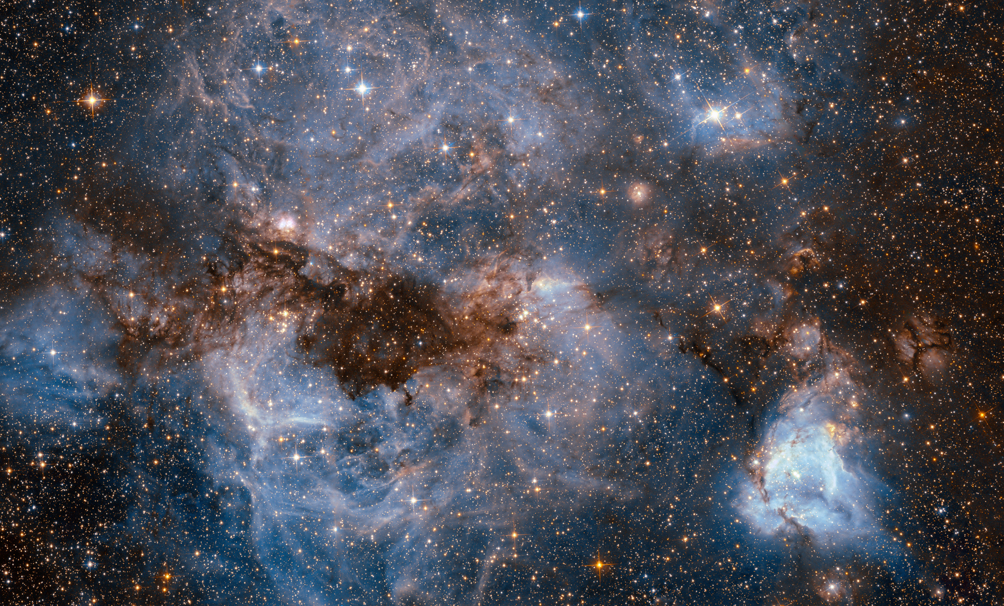 Hubble Telescope Captures Jaw-Dropping Beauty of Nearby Galaxy