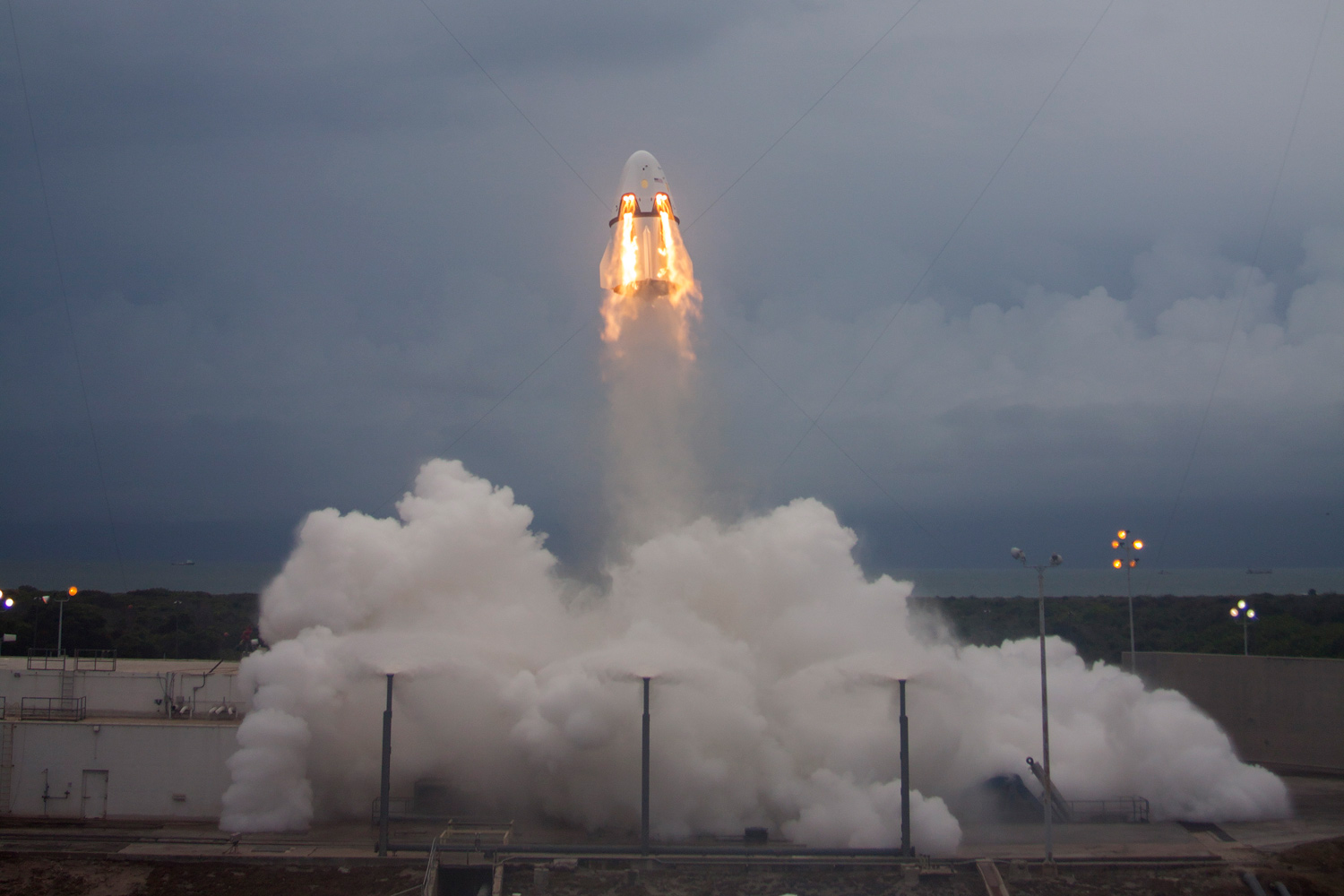 SpaceX's Dragon pad abort test