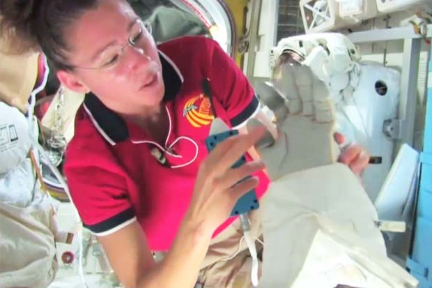 Spacesuit Gloves' 'Tricky' Design Explained By Space Station Astronaut | Video