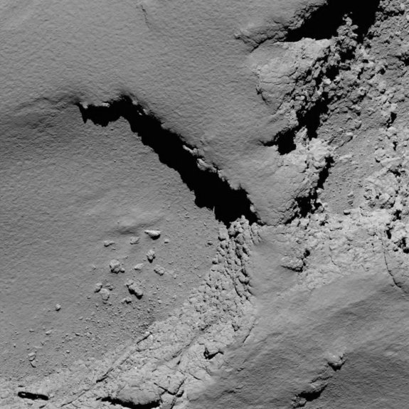Rosetta's OSIRIS narrow-angle camera captured this image of Comet 67P/Churyumov-Gerasimenko at 08:18 GMT from an altitude of about 5.8 km during the spacecraft's final descent on 30 September.