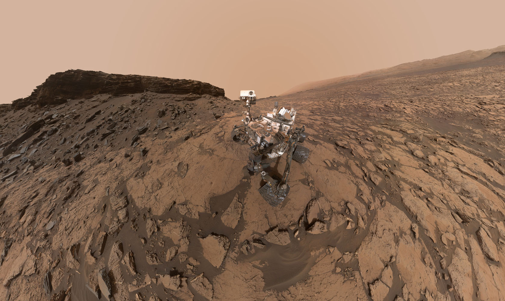 Curiosity Rover Snaps Amazing Selfie on Mars Mountain (Photo)