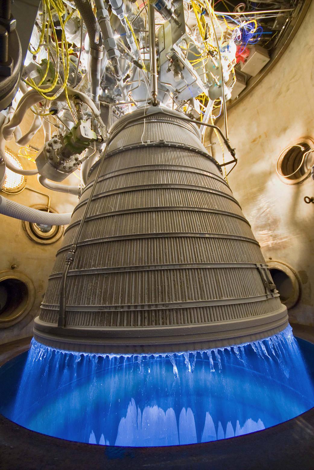 Awesome NASA Megarocket Engine Test Burns Blue (Photo)