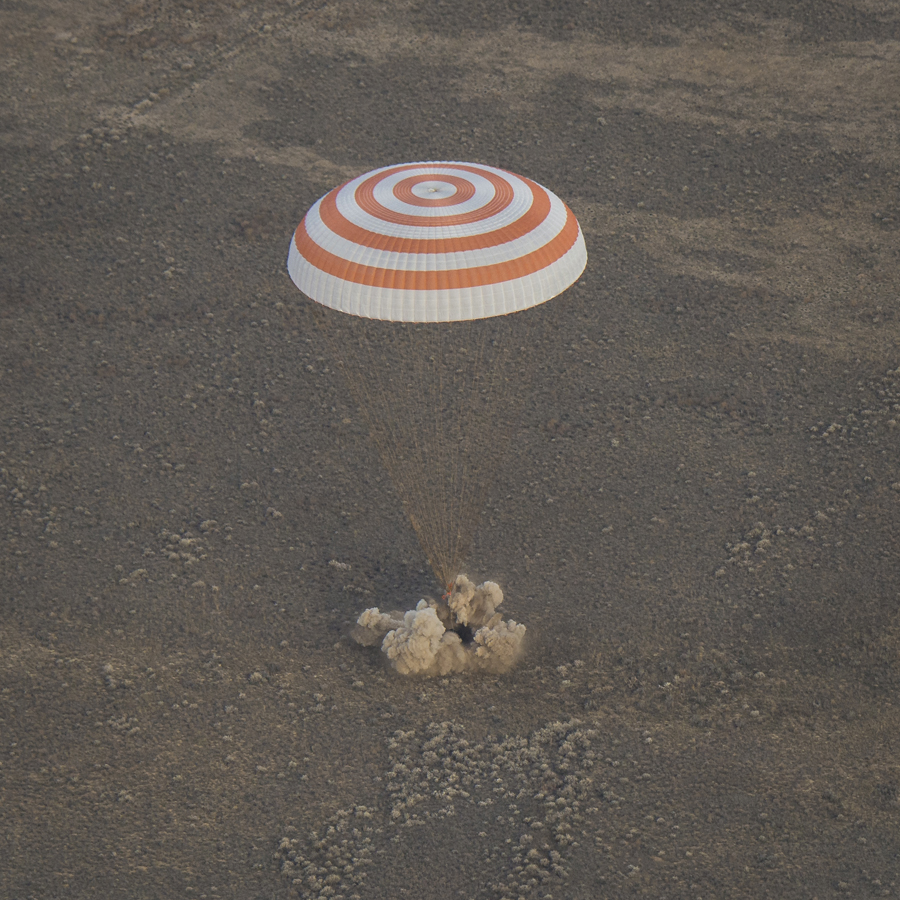Soyuz Landing Photos: Expedition 49 Returns to Earth