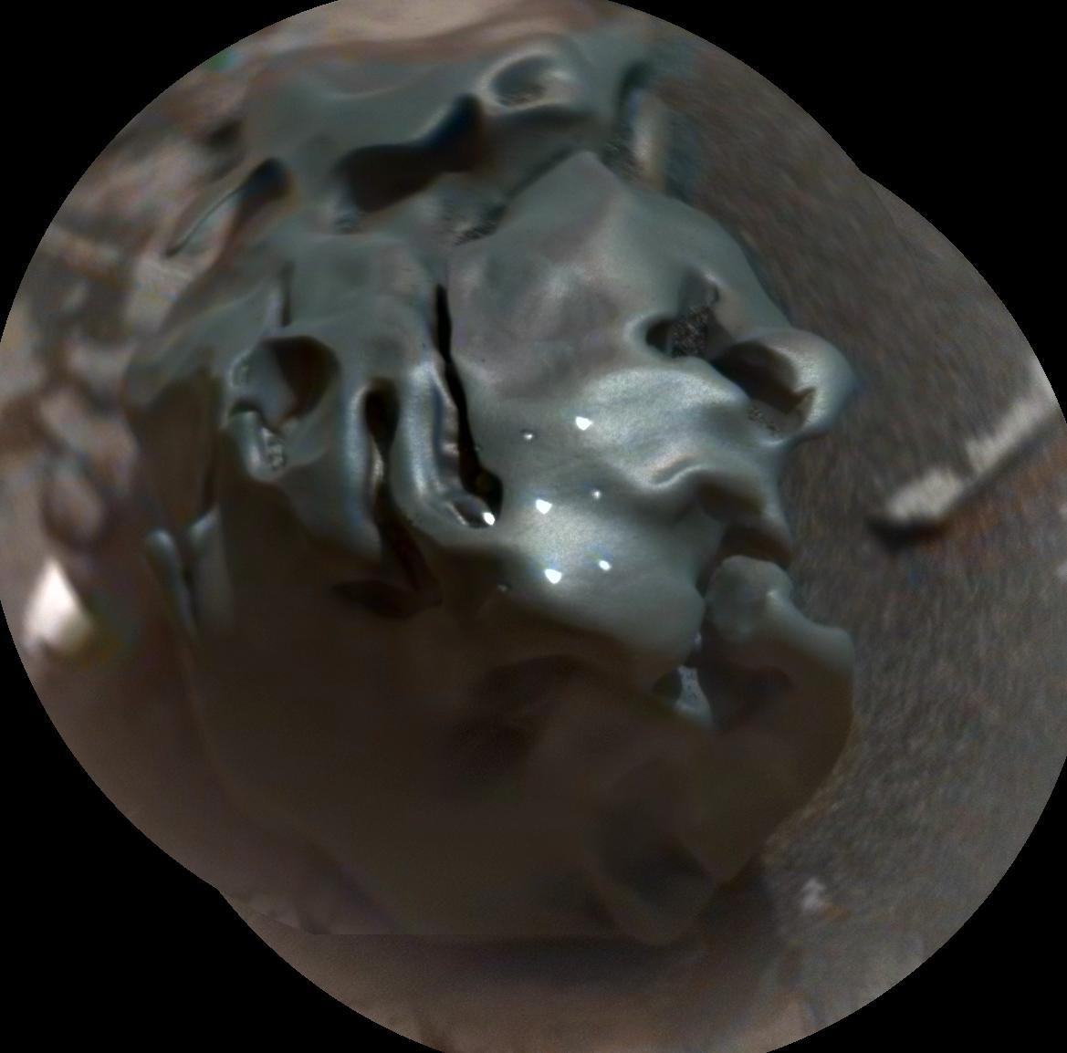 Curiosity Rover Finds Weird 'Egg Rock' Meteorite on Mars