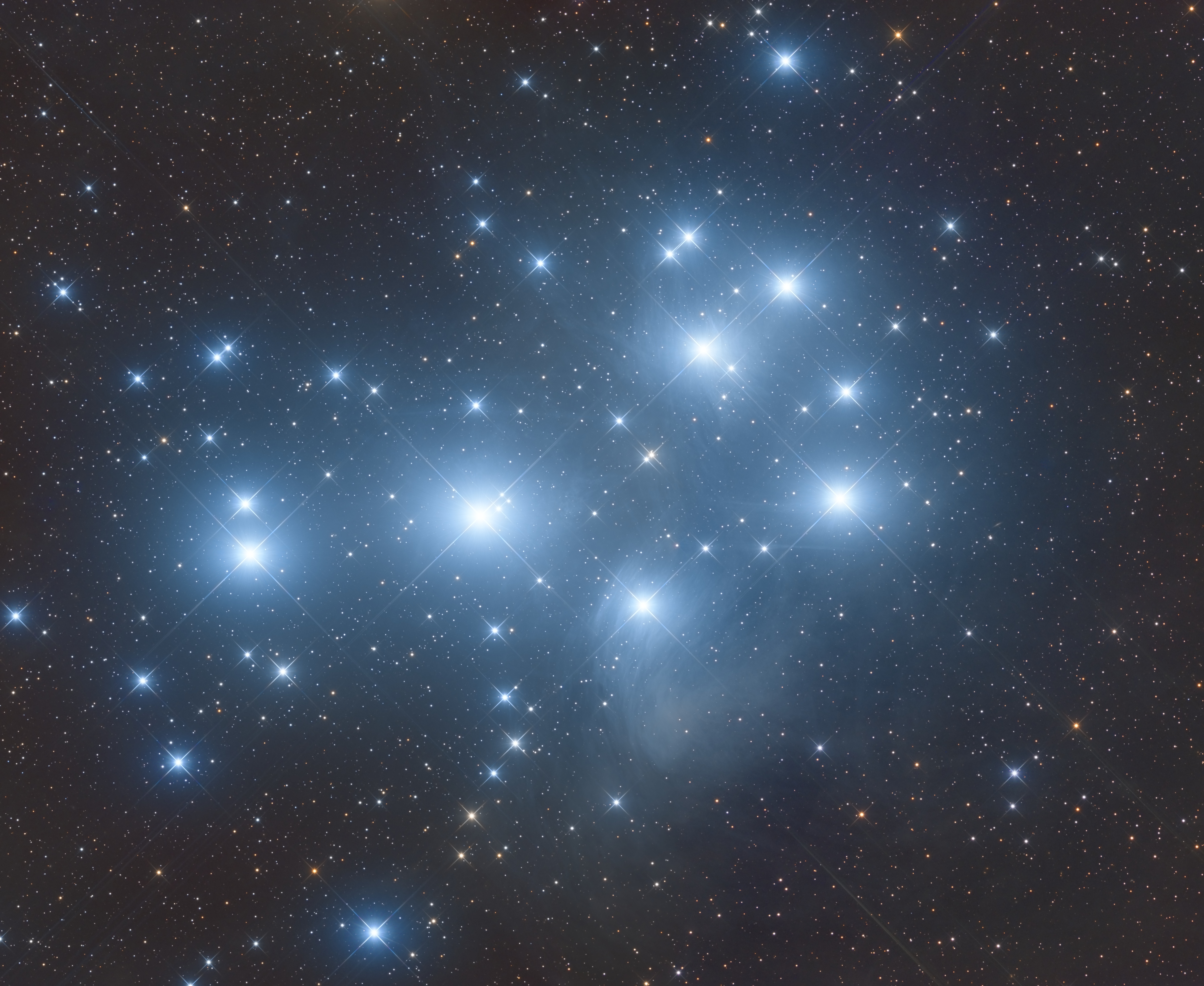 Twinkling Stars: Skywatcher Snaps Stunning View of Pleiades Star Cluster