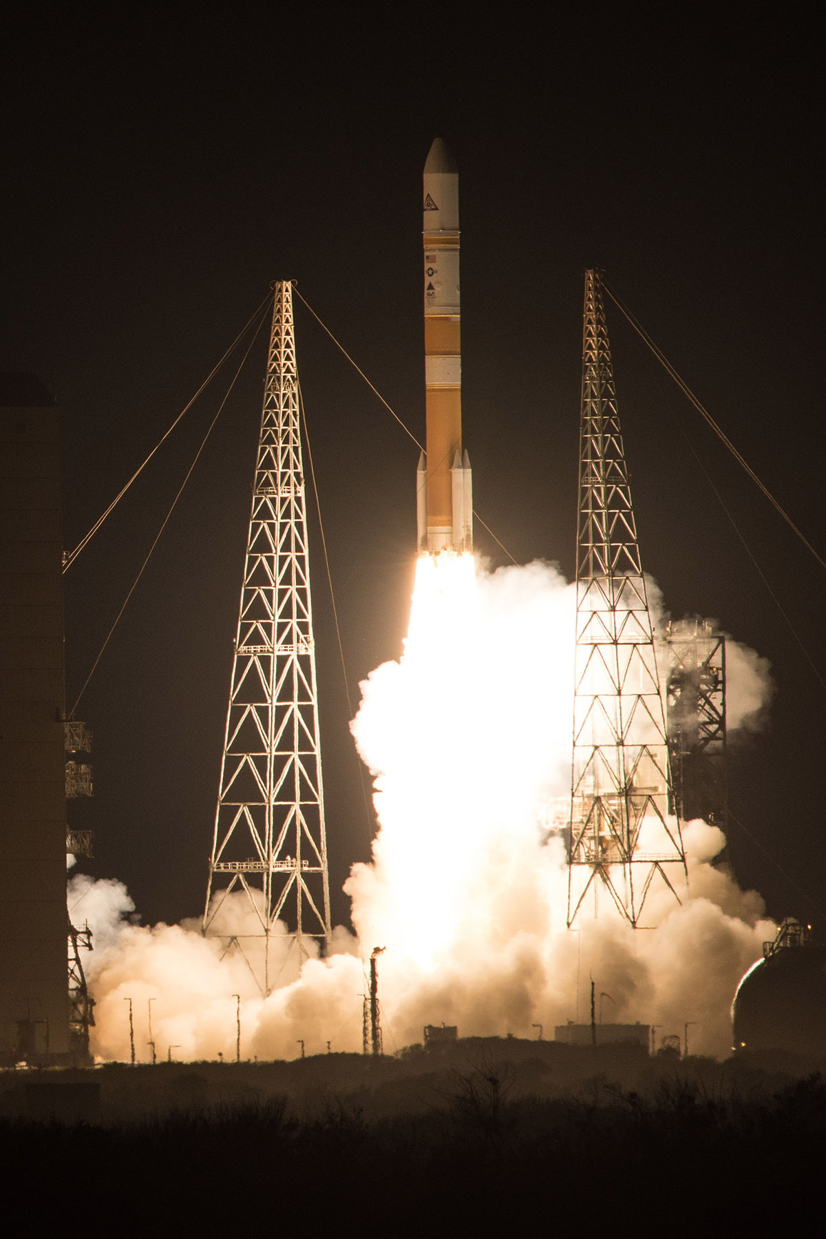 Launch Photos: US Air Force's Wideband Global SATCOM 8 Blasts Off