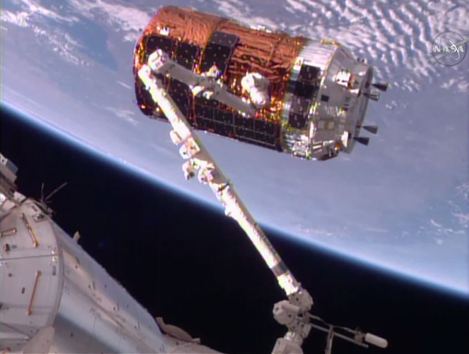 Japanese Spaceship Makes Christmas Delivery at Space Station