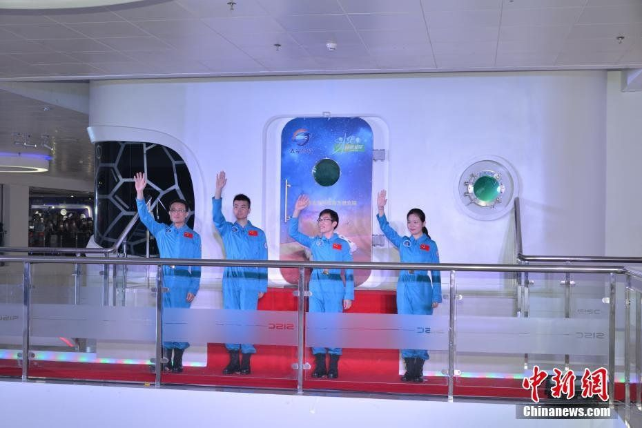 Chinese Volunteers Complete 180-day Space Simulation