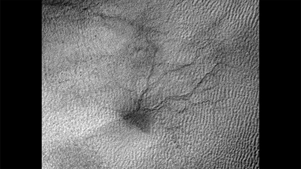 Baby 'Spiders' on Mars Expand Across Sand Dunes (Photos)