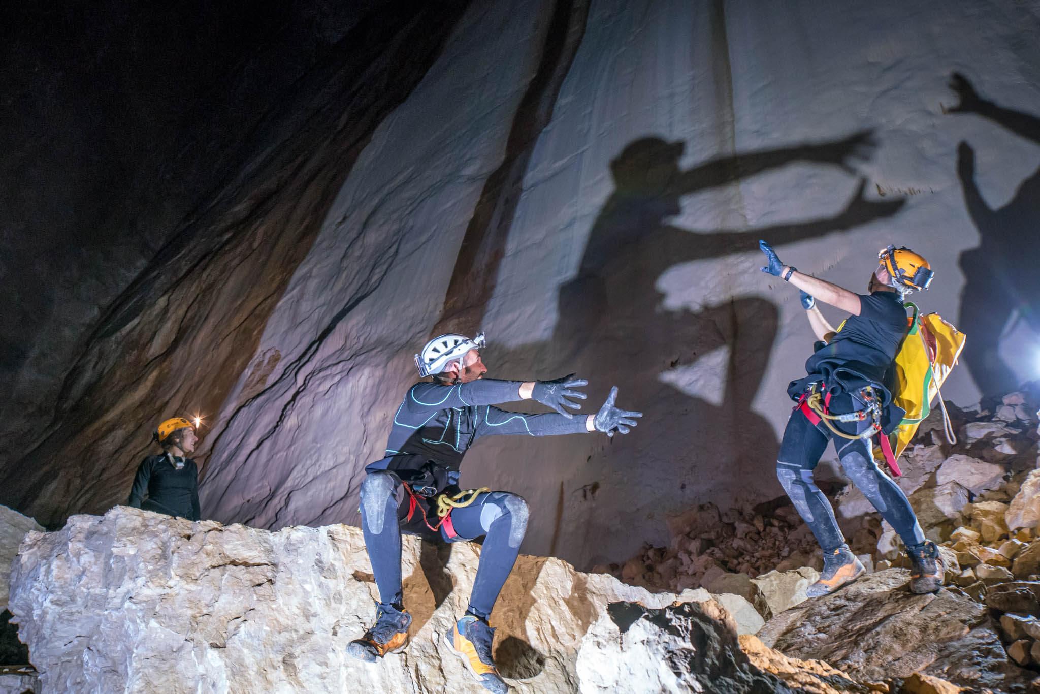 Bildergebnis für caves esa