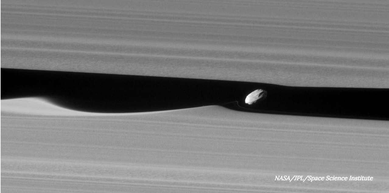 Cassini Gets Up Close and Personal With Saturn's 'Wavemaker' Moon Daphnis