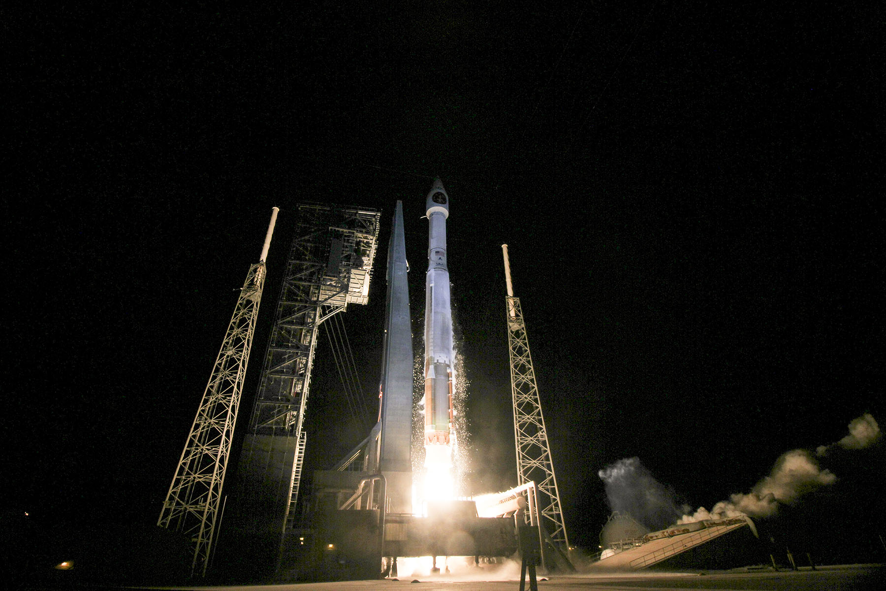 Launch Photos: SBIRS Geo-3 Missile-Warning Satellite Soars on Atlas V Rocket