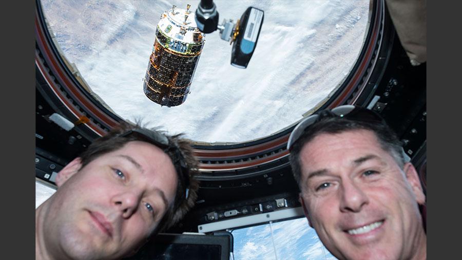 Японський вантажний корабель покинув космічну станцію і приступив до експерименту з очищення космосу від сміття