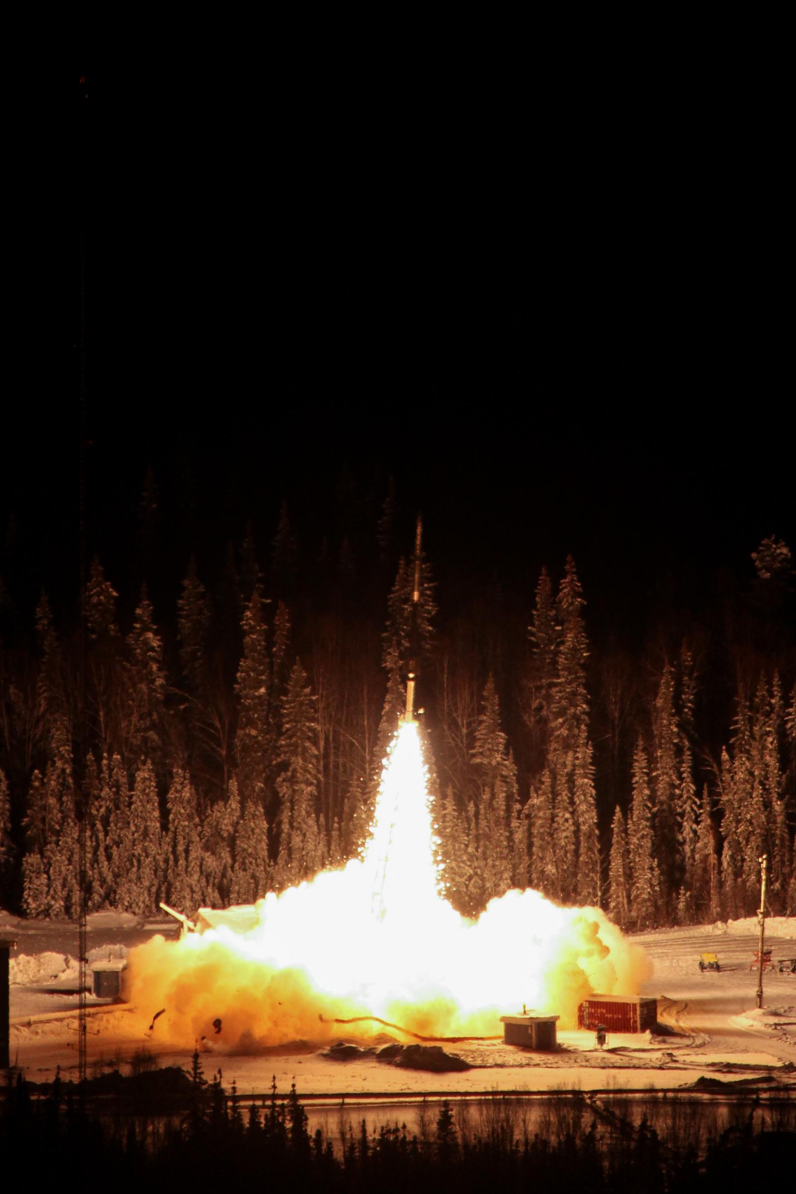 Aurora Experiment Streaks Into Alaska's Sky on Small NASA Rocket (Photos)