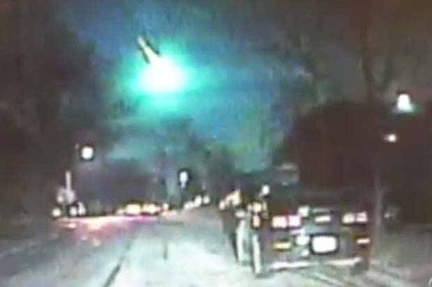 Fireball! Amazing Midwest Meteor Caught By Police Dashcam, Rooftop Camera | Video
