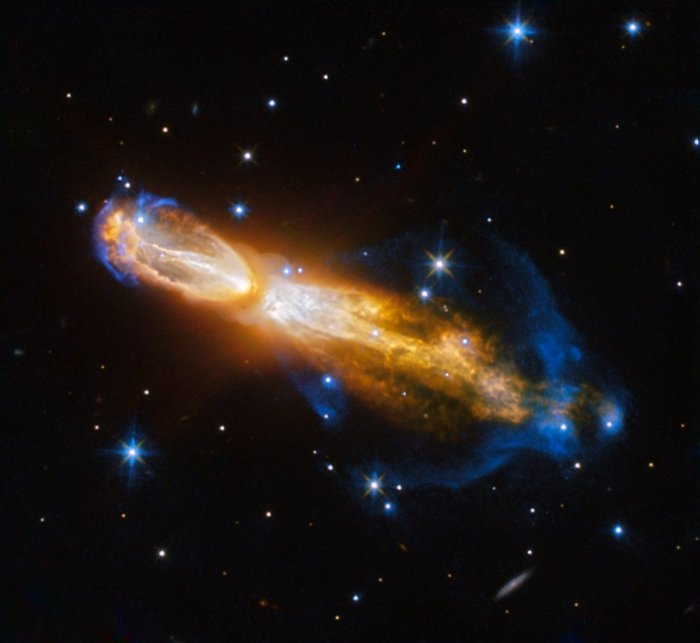 'Rotten Egg' Nebula Hosts Flashy Star Death