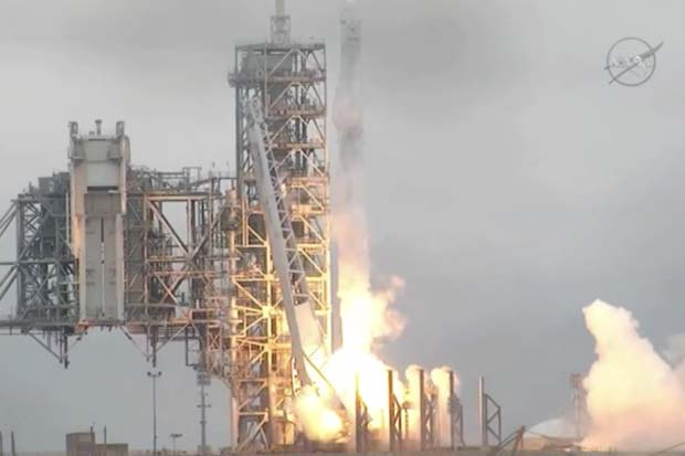 Blastoff! SpaceX Launches From Historic Launch Pad 39A | Video