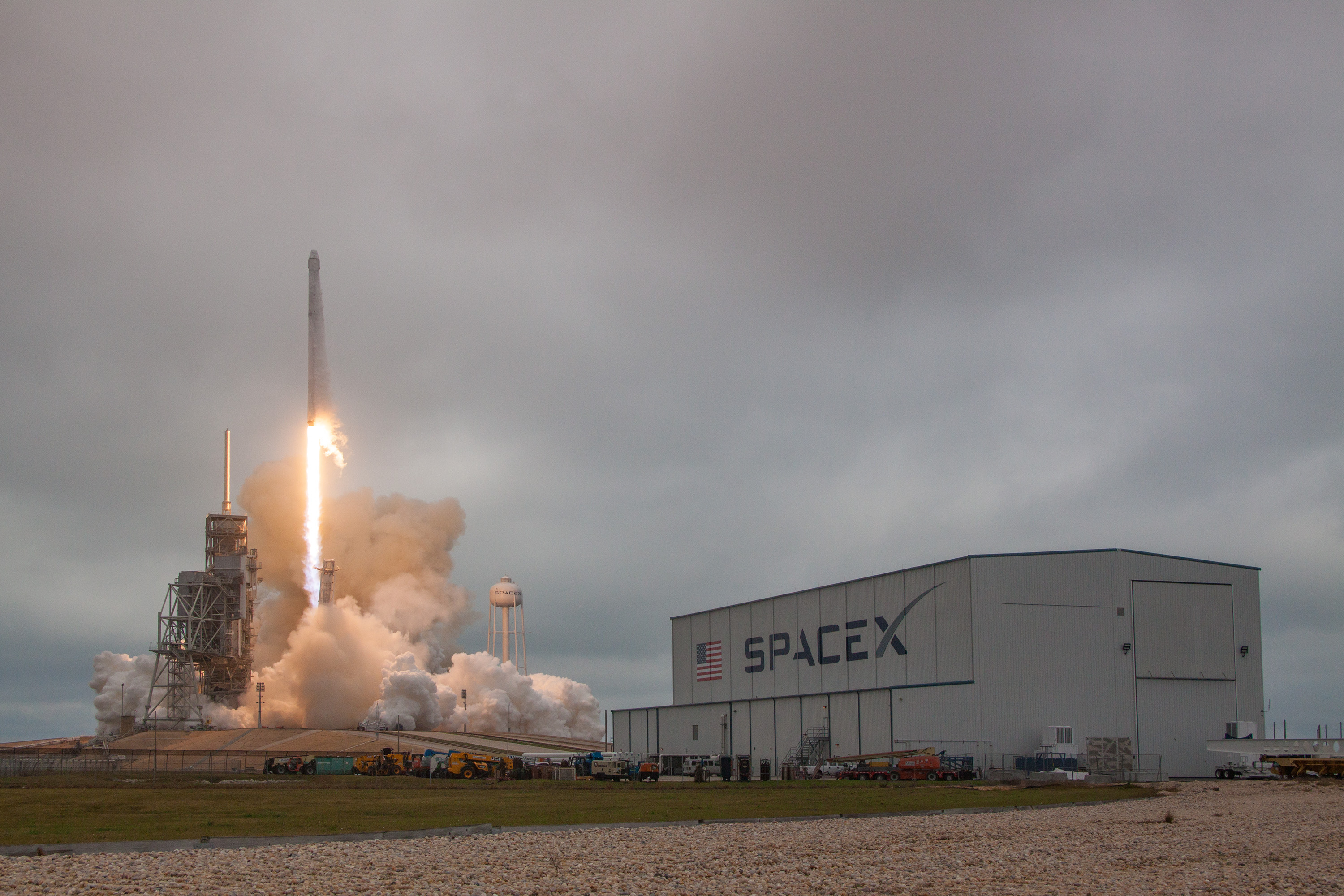 SpaceX Launches 1st Private Rocket from Historic NASA Pad