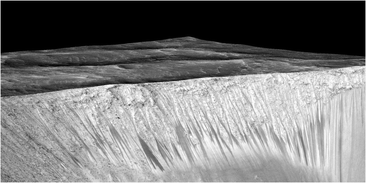 Mars Life Could Lurk Within These Salty Streaks