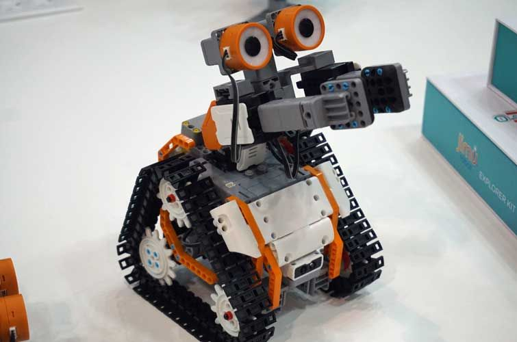 AstroBot Kit Teaches Kids the Joys of Coding