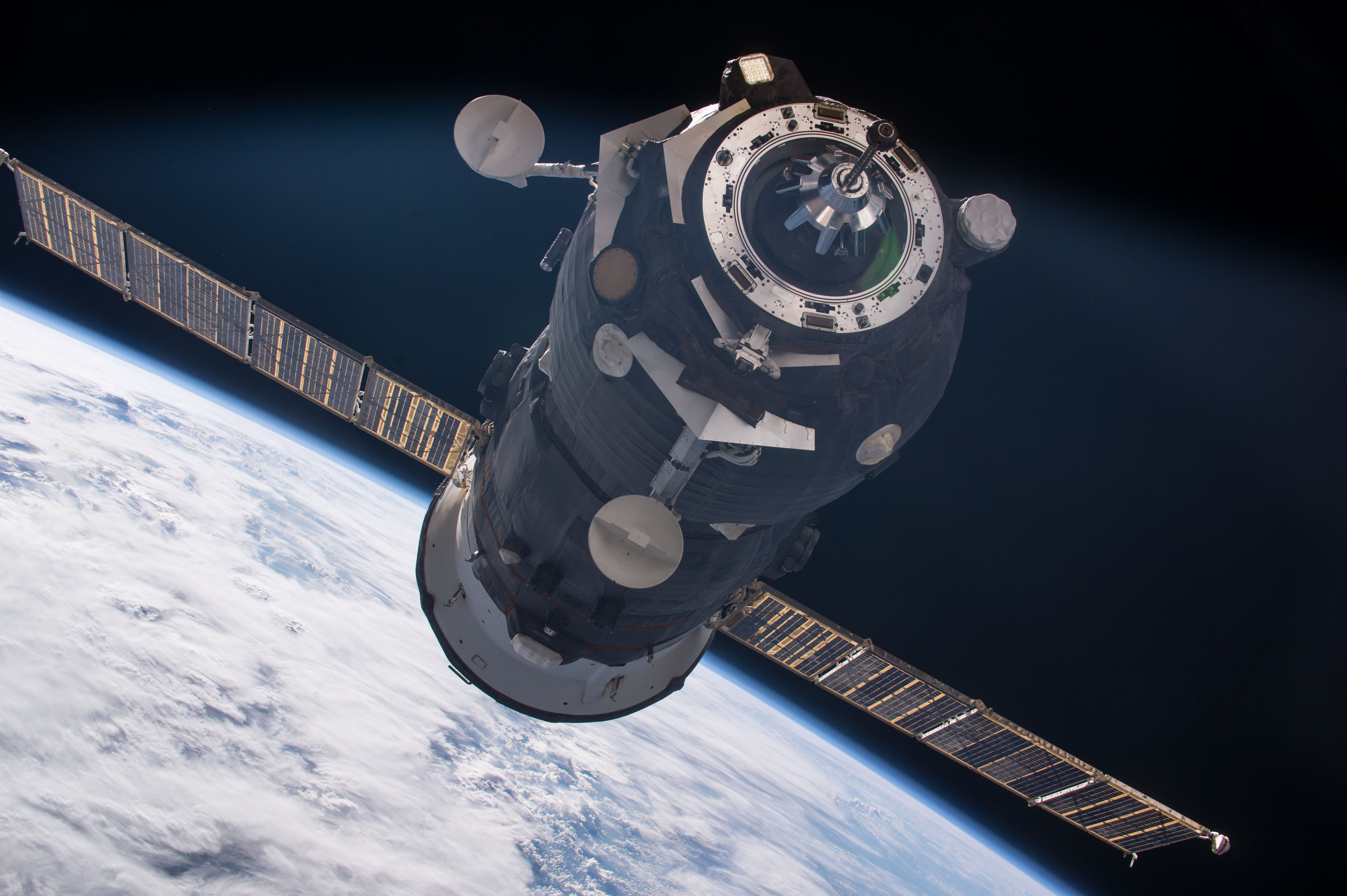 See a Russian Cargo Ship Launch & SpaceX Dragon Arrival Wednesday!