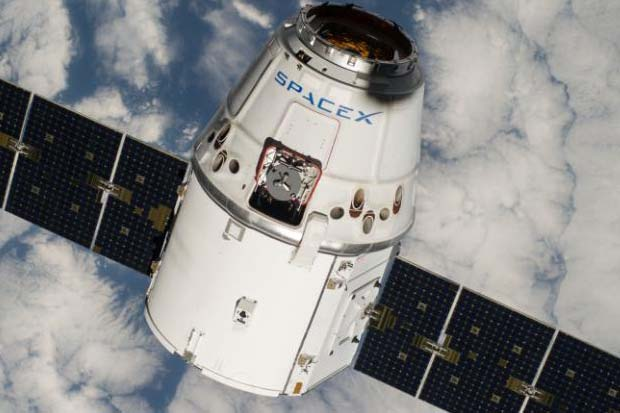 SpaceX Aborts Space Station Docking Attempt | Video