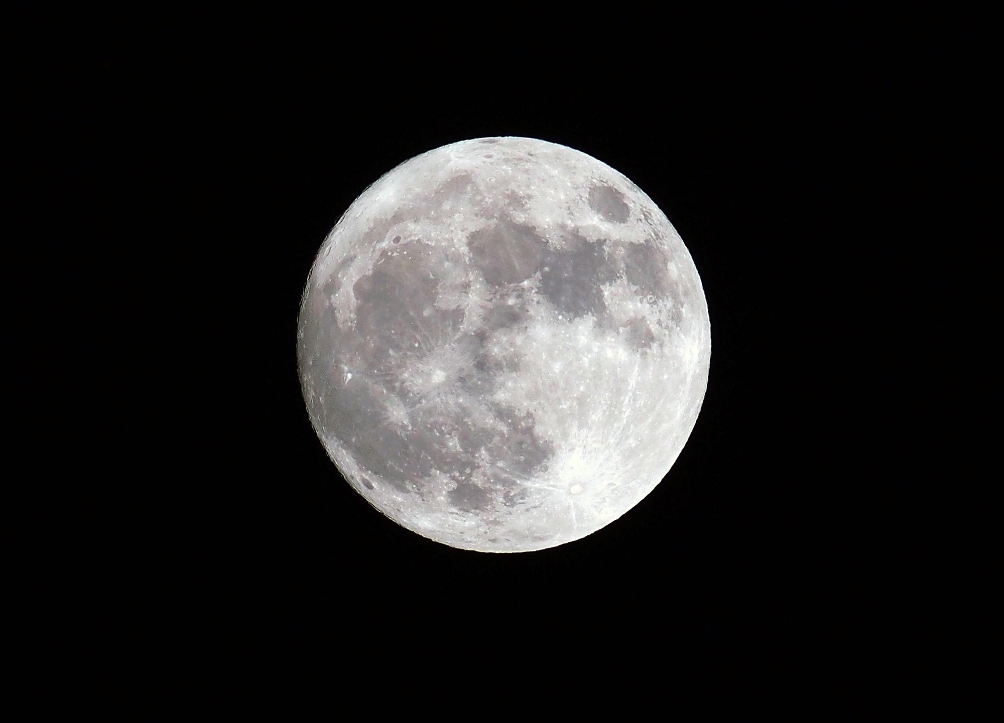 Tiny 'MoonWatcher' Satellite Will Beam Home Live Lunar Views